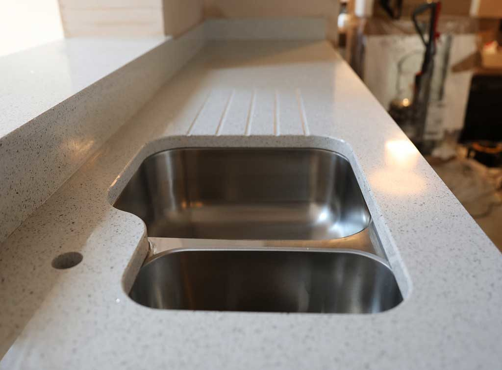 how to cut kitchen worktop