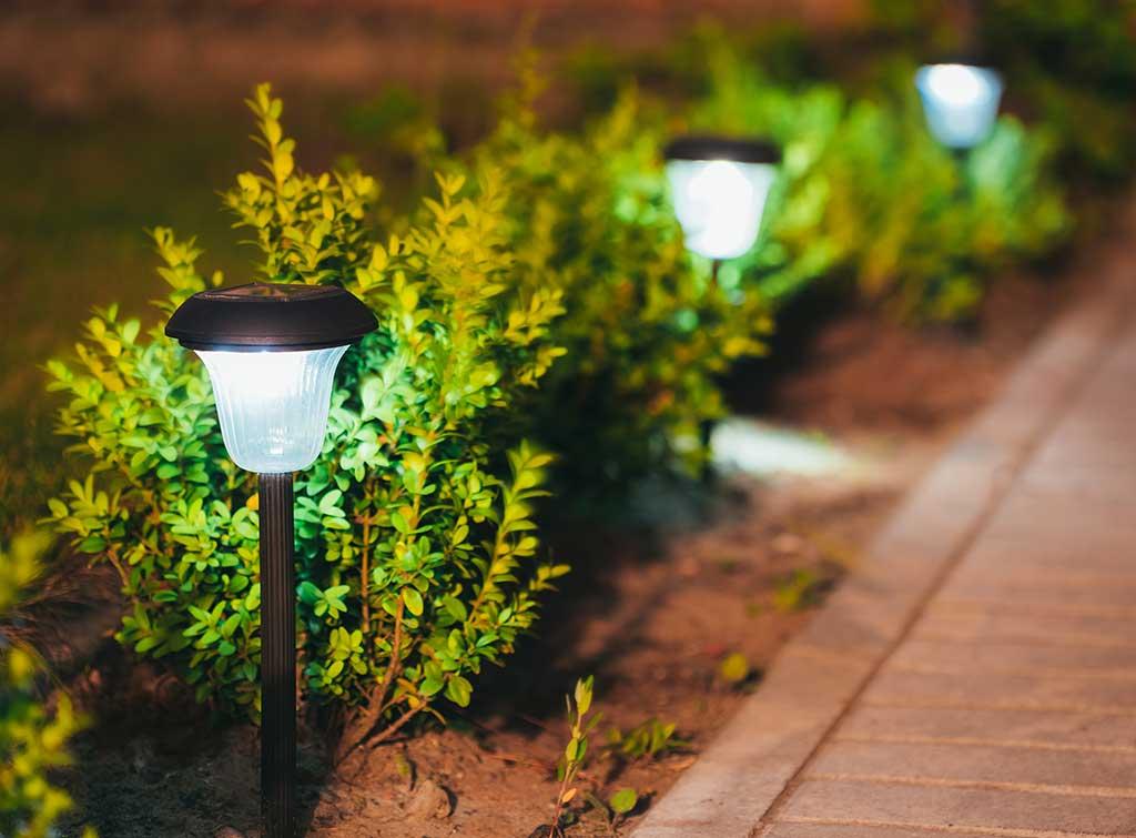 solar power garden lighting