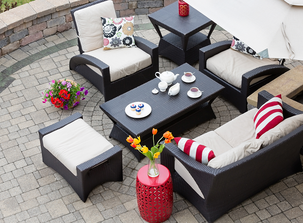 outdoor dining costs