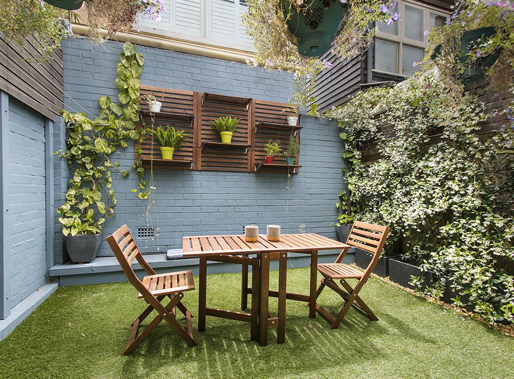 Courtyard garden outdoor dining