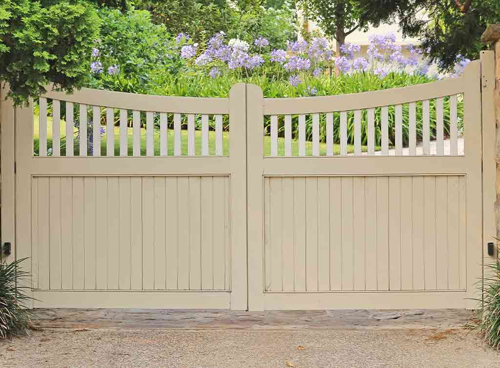 Cost of electric wooden driveway gates