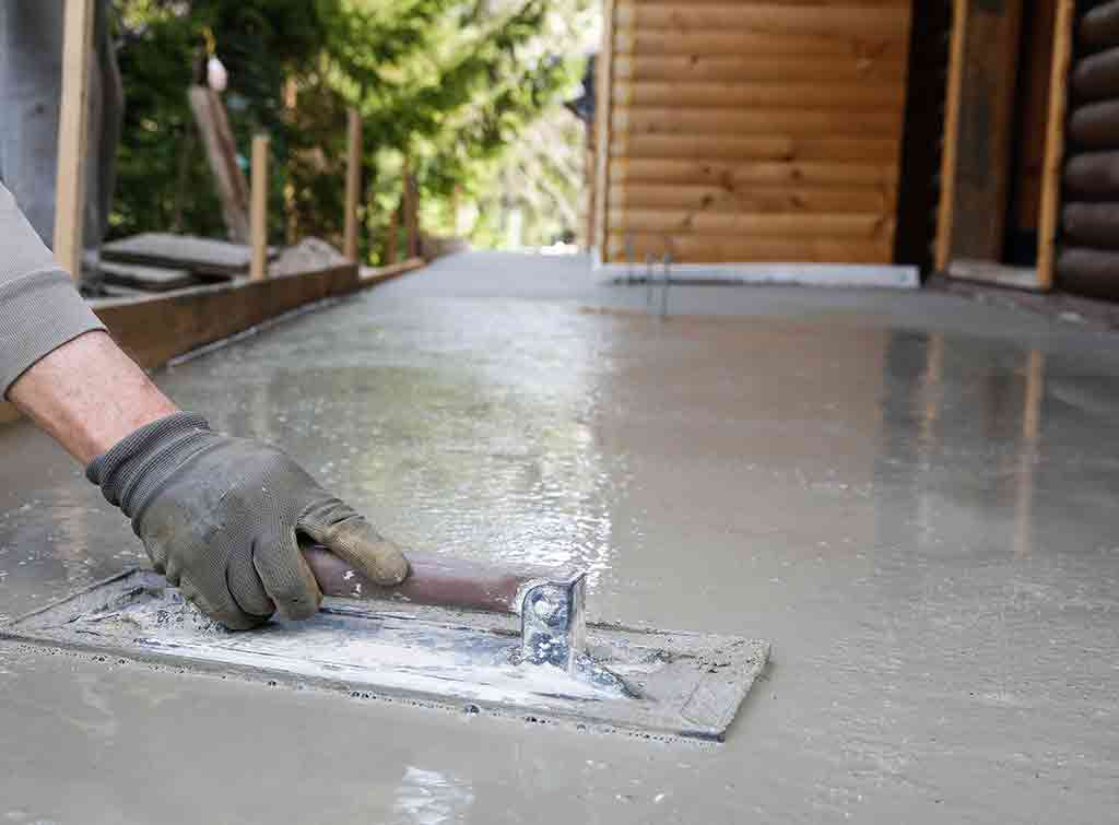 Liquid screed cost applied with a trowel