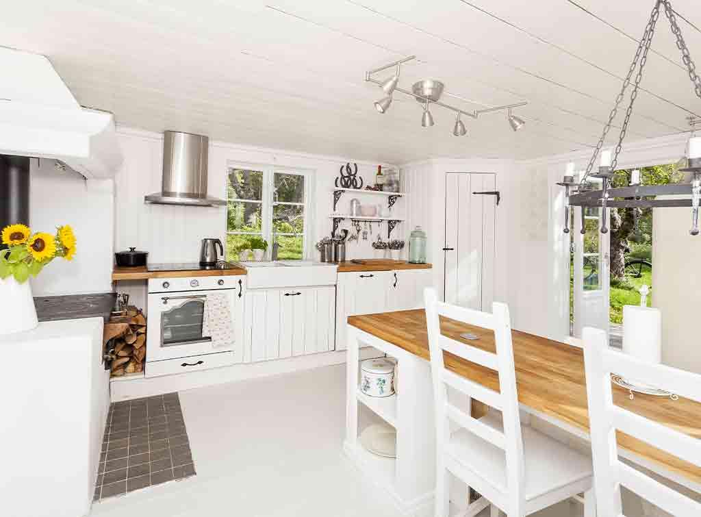 Cottage kitchen lighting idea