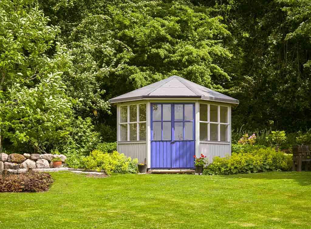 Corner summer house idea