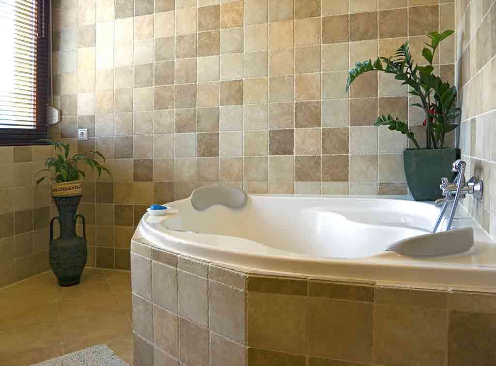 Traditional design ideas for a corner bath